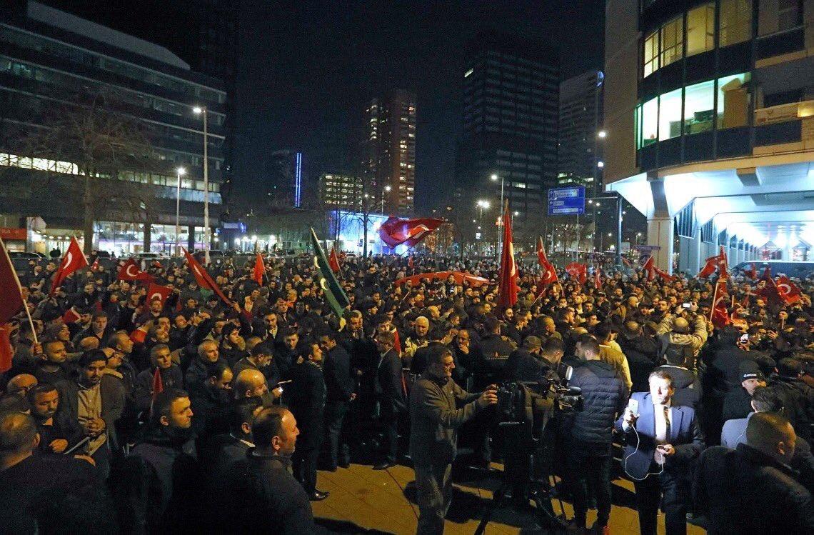 5000 turcs à Rotterdam
