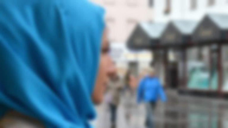 d7c37a45ec1 Le voile islamique continue de déchaîner les passions en France. Il  demeure