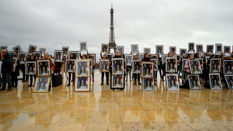 500 euros d'amendes réquis contre les décrocheurs de portraits