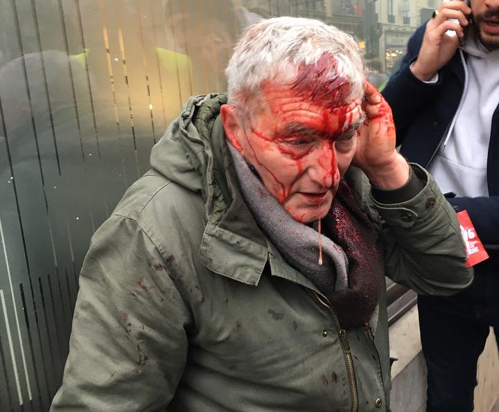 police grève violence gaz