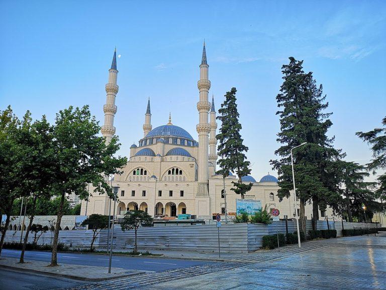 attaque couteau mosquée tirana albanie