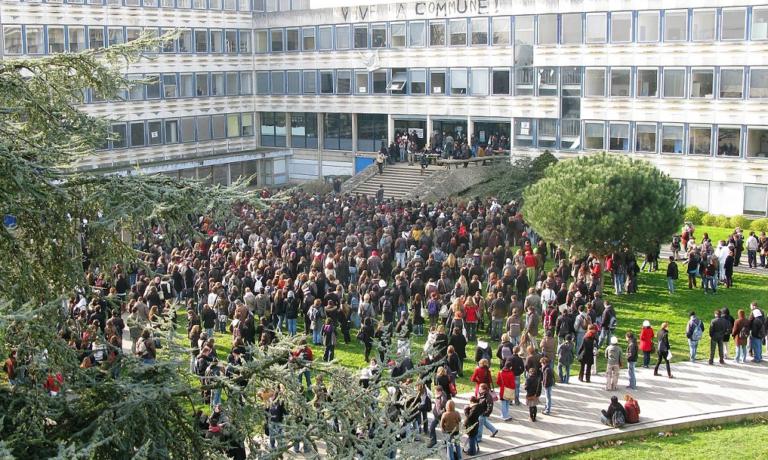 prières dans les couloirs des universités